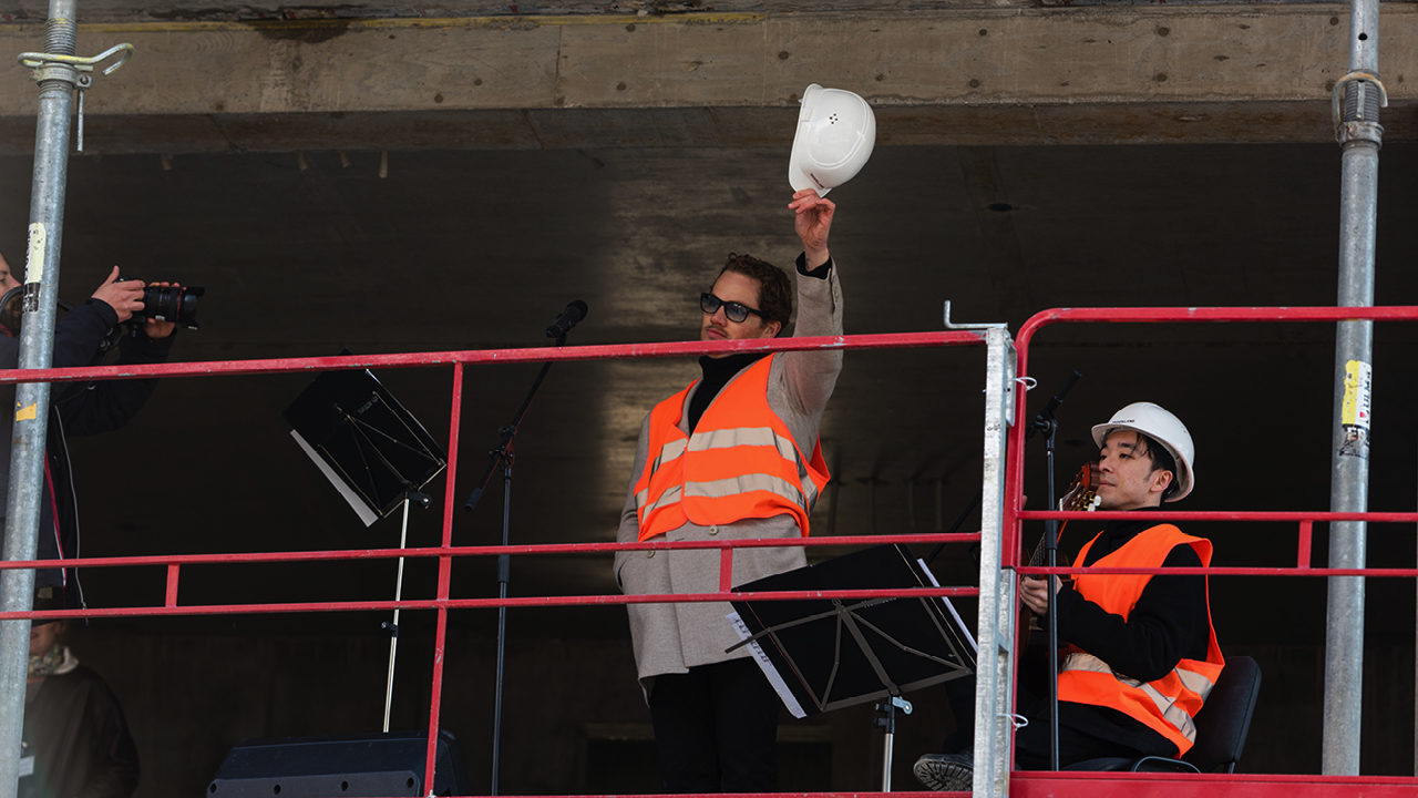TOP AT CHARLIE LIVING'S TOPPING OUT